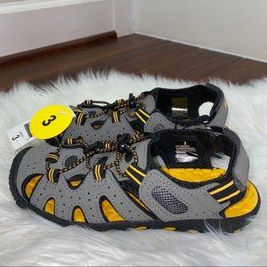 NWOT Khombu Sandals Size 3